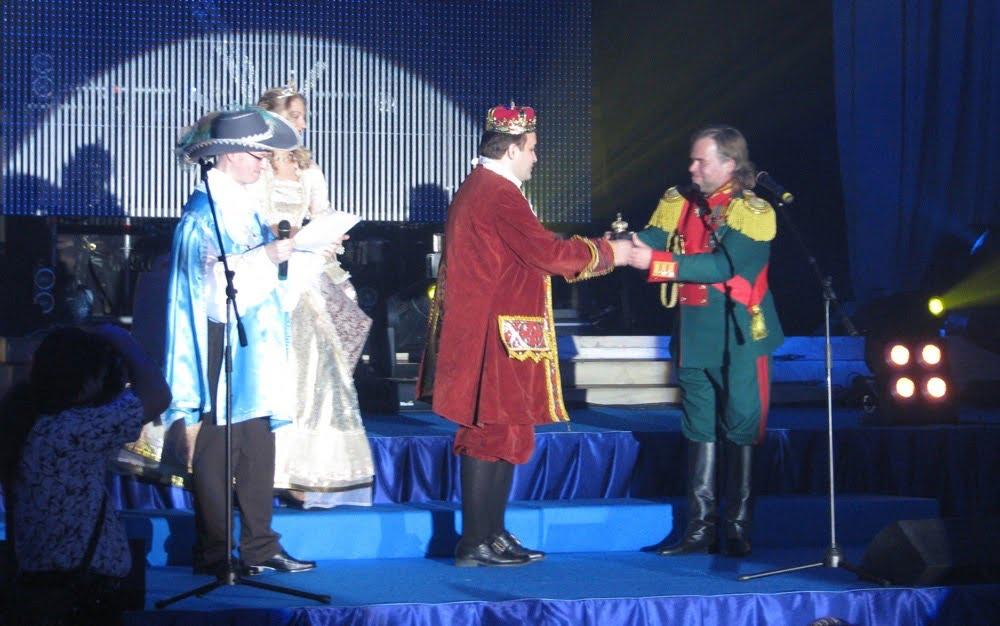 Marek-Markowsku-odbiera-nagrode-od-Eugene-Kaspersky-w-Petersburgu