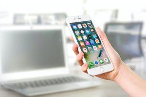 Smartfon w dloni