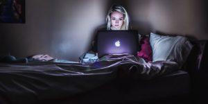 Kobieta szantażowana w internecie